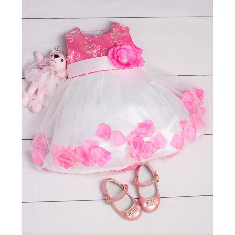 Яркое платье с лепестками роз