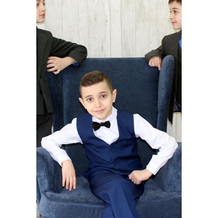 С жилетом костюм синий в клетку для мальчика