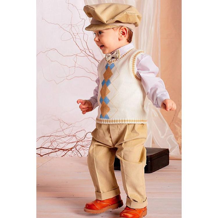 Бежевый костюм с жилетом в ромб