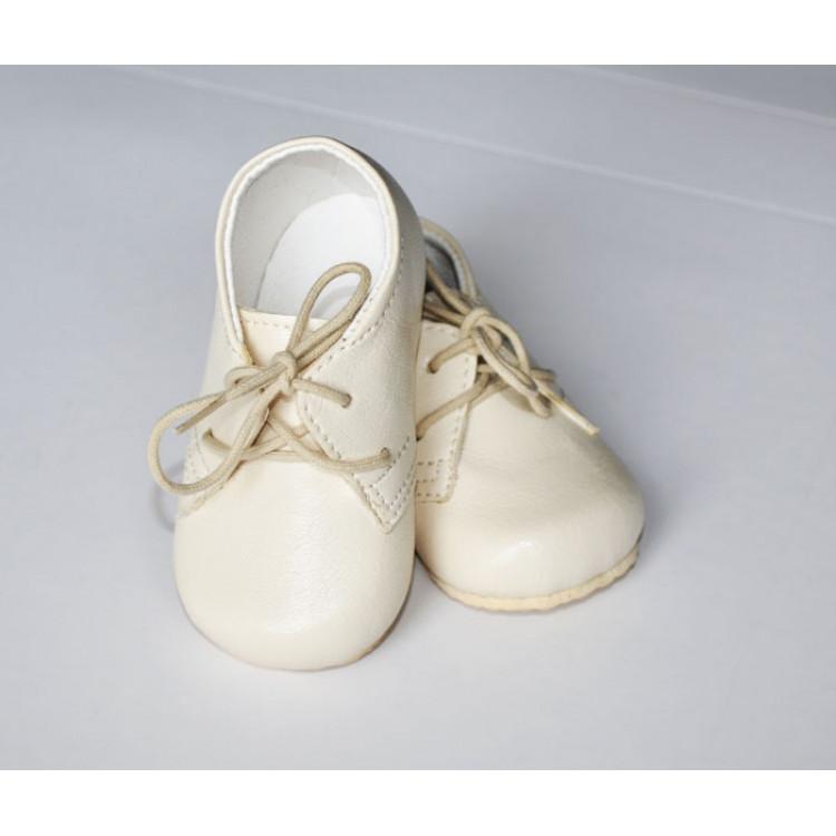 Детские ботинки бежевого цвета